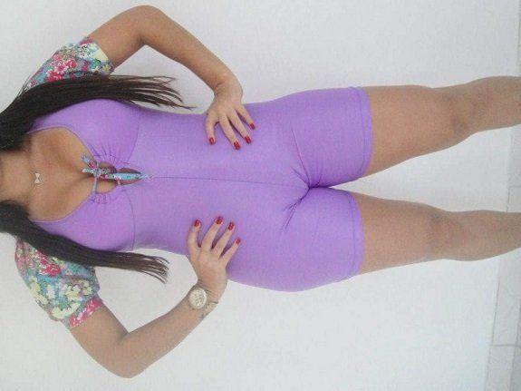 Esposa gostosa com roupa de ginastica