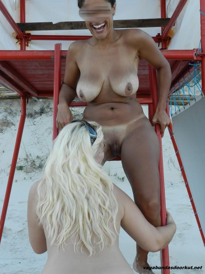 Esposas-gostosas-e-peladas-na-praia-4
