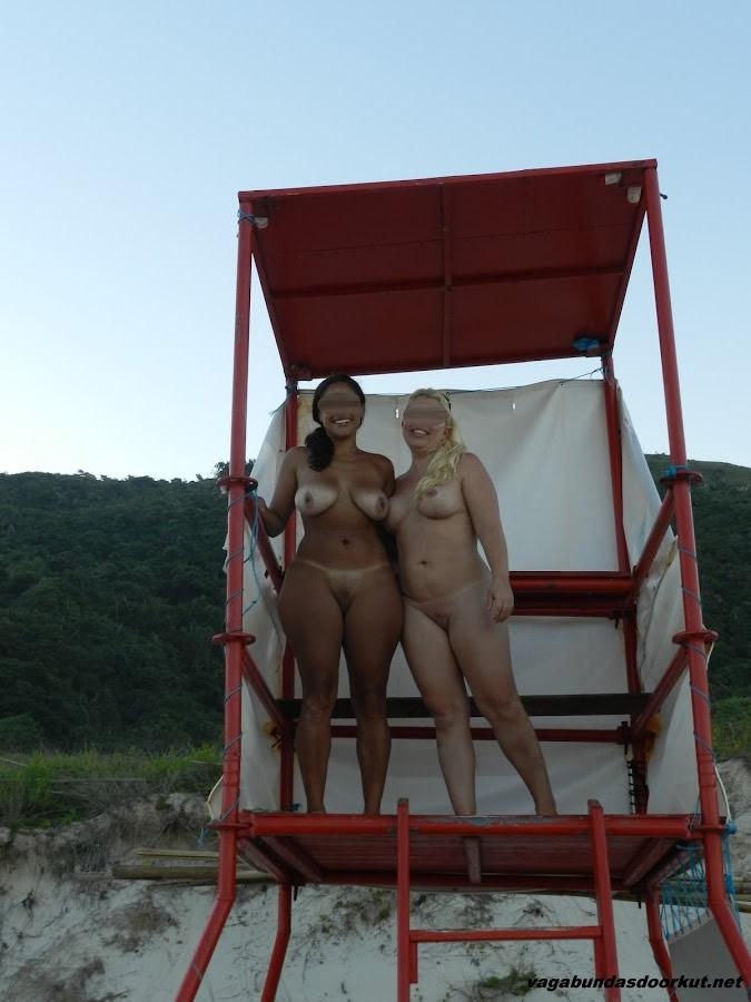 Esposas-gostosas-e-peladas-na-praia-8