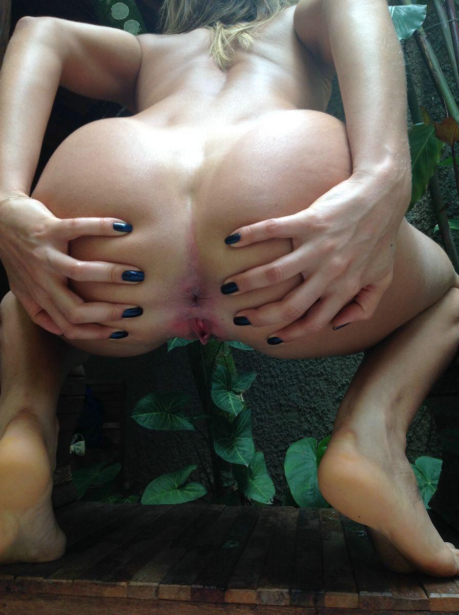 Casada-gostosa-arreganhando-se-pelada-5