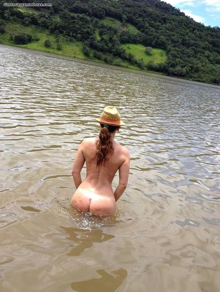 Esposa-coroa-gostosa-se-exibindo-nua-5
