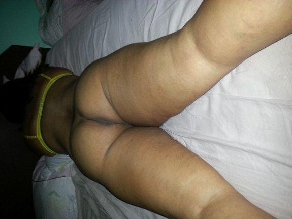 Esposa sem calcinha na cama