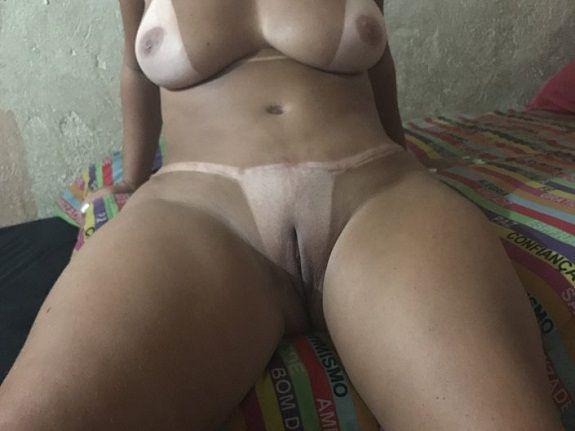 Morena cavala gostosa bronzeada do sexlog