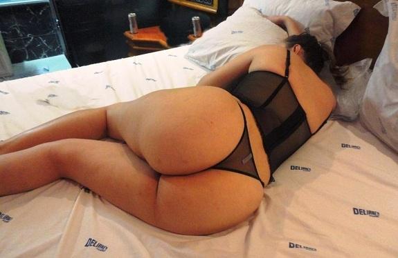 Morena casada gostosa de lingerie preta