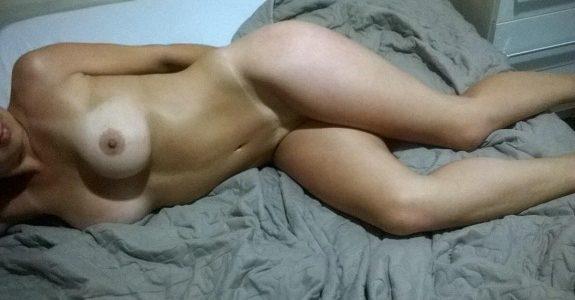Esposa gostosa em busca de homens dotados