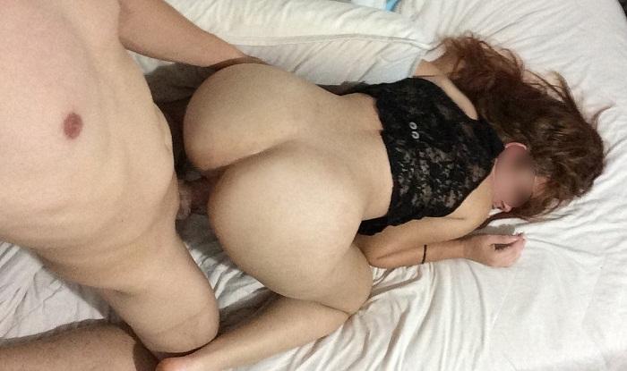 Esposa novinha branquinha em fotos de sexo