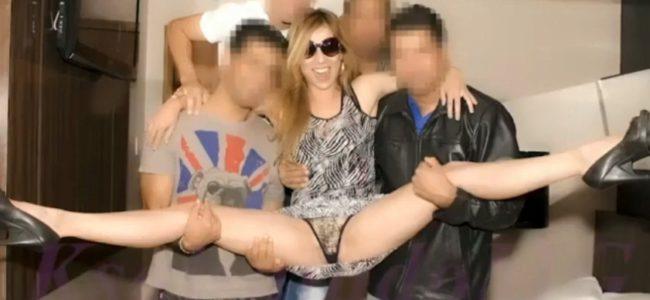 Nanda gostosa loira e magrinha no gang bang (vídeo)