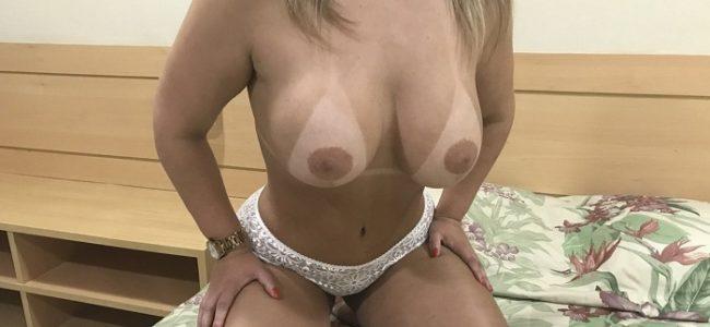 Esposa peituda gostosa em fotos de exibicionismo
