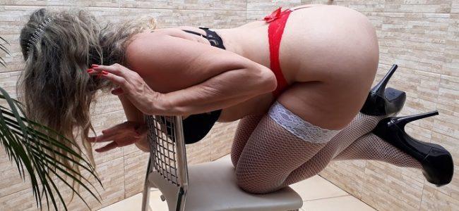 Cristina coroa loira gostosa de lingerie