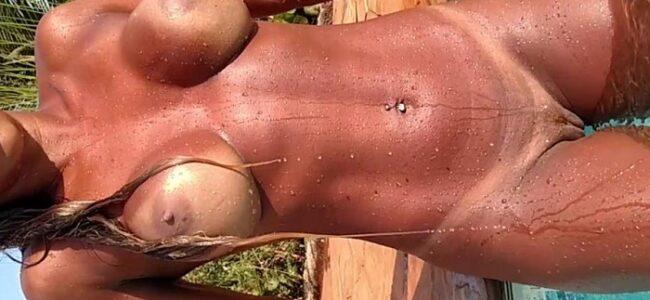 Mulata carioca sarada muito gostosa pelada