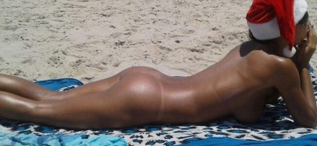 Magrinha gostosa casada pelada na praia