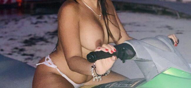 Esposa gostosa exibida do corno manso
