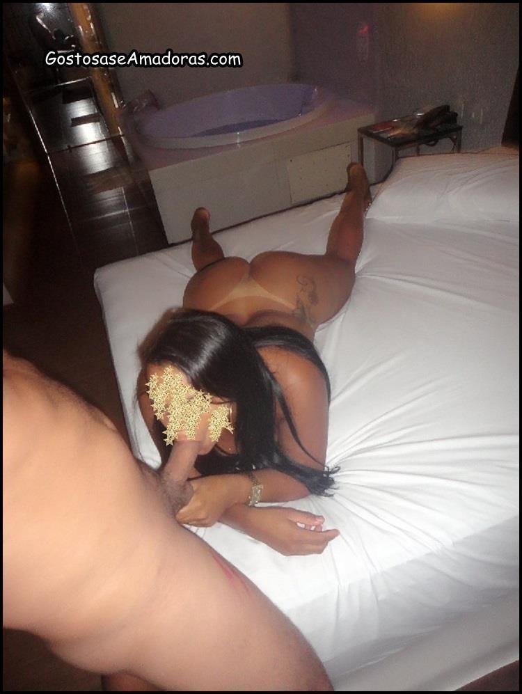 Comendo-a-esposa-morena-no-motel-9