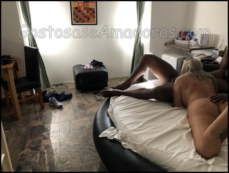 Loira-de-corno-em-fotos-pornos-5