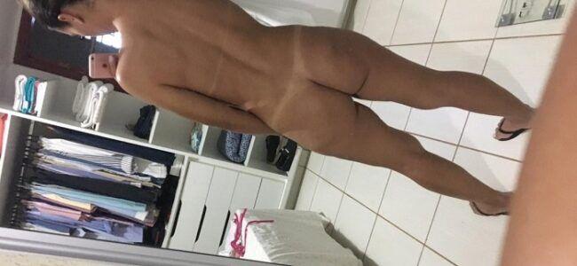 Esposa moreninha se exibindo pelada