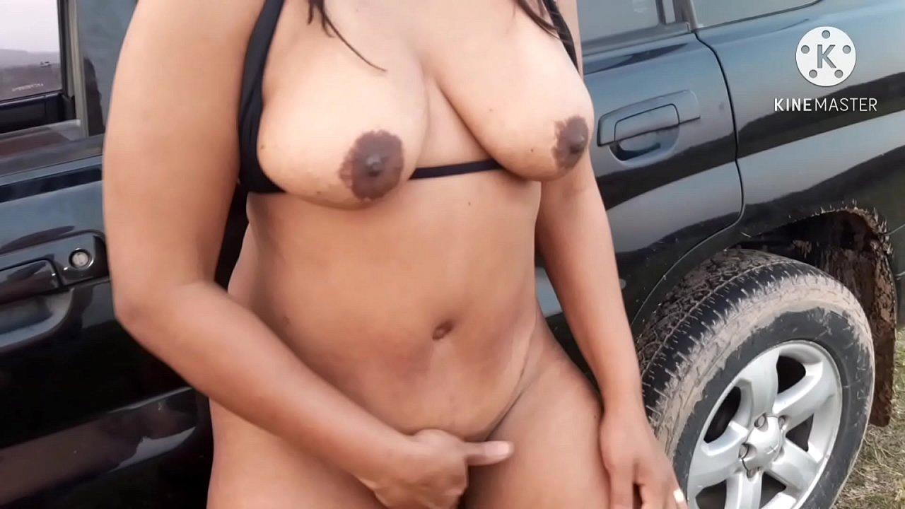 Casada se masturbando ao ar livre