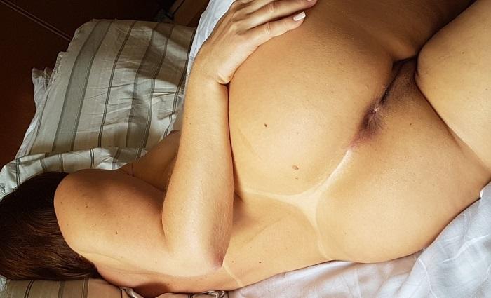 Esposa bronzeada gostosa peladinha