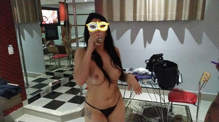 Esposa liberada gostosa pelada