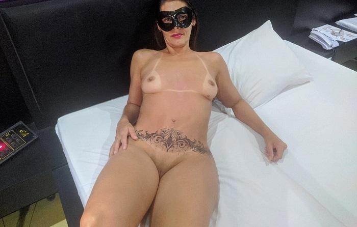 Raquel exibida tatuada e com marquinhas