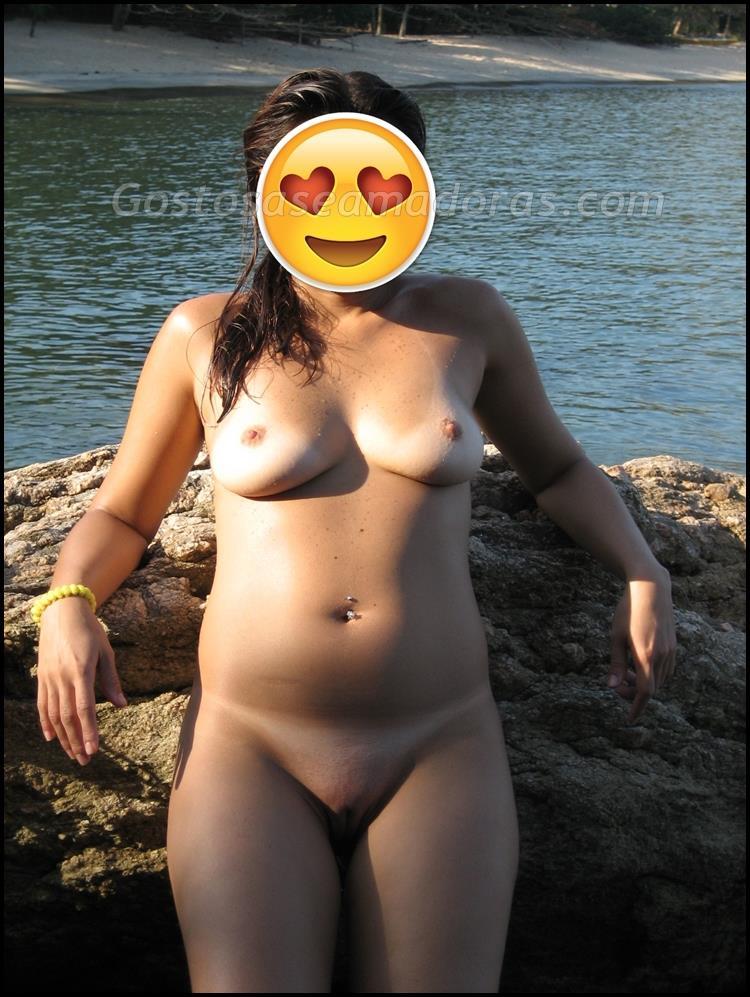 Ficou-completamente-pelada-na-praia-7