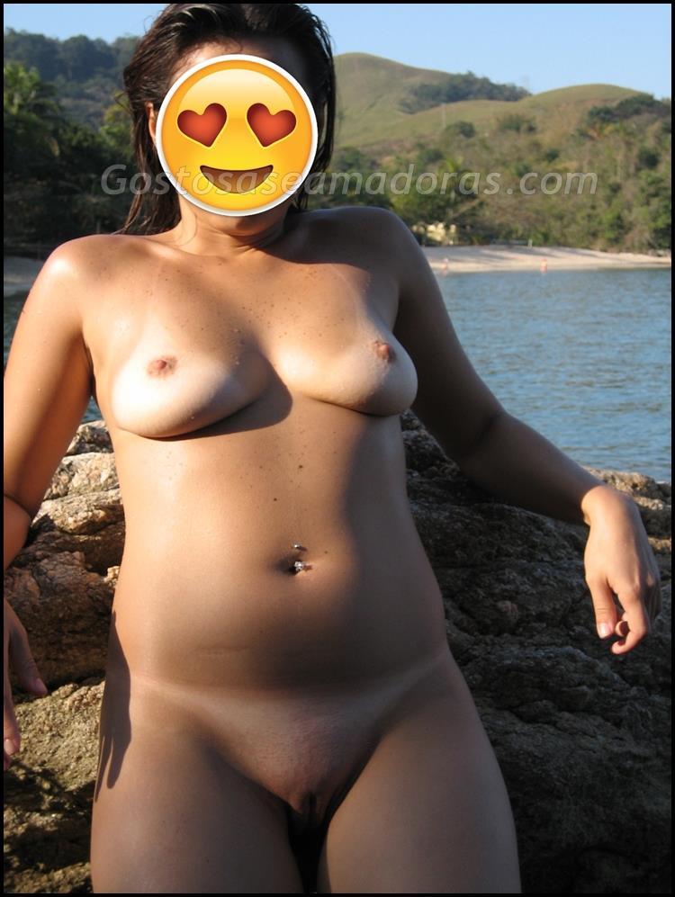 Ficou-completamente-pelada-na-praia-8