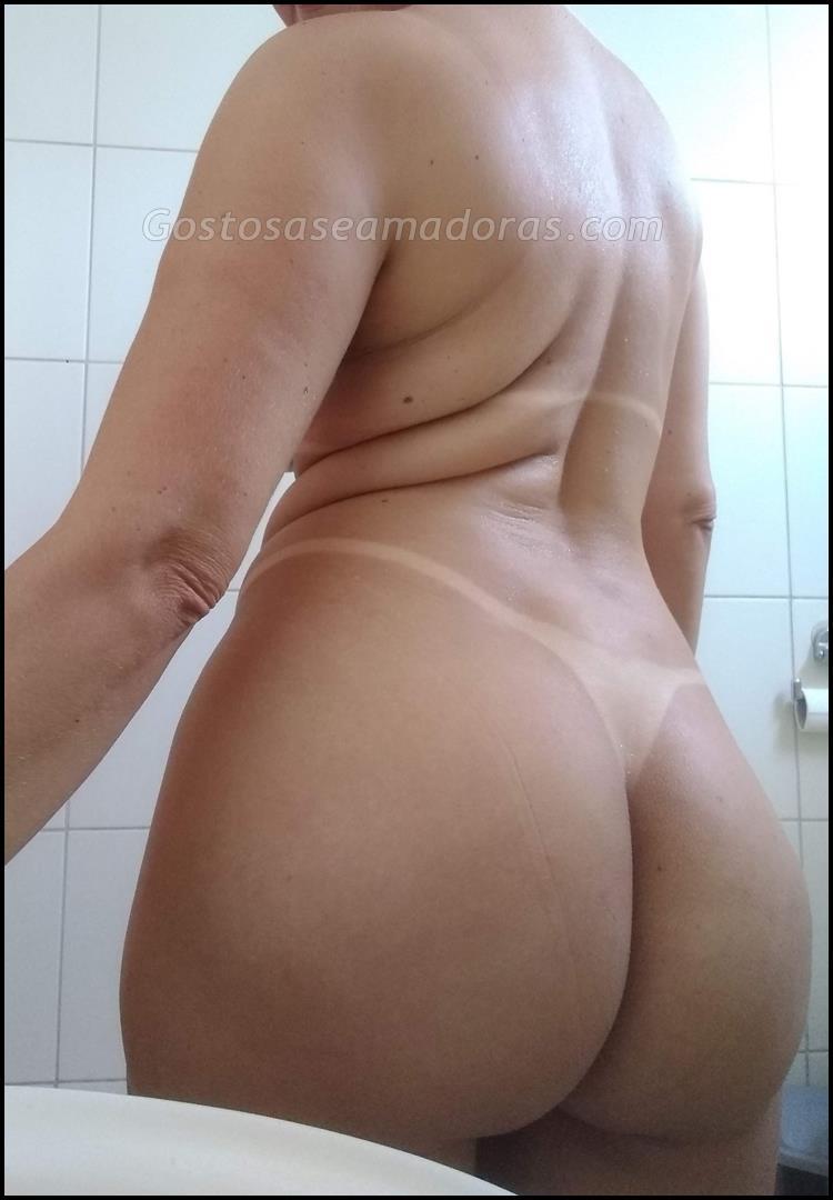 Esposa-alta-e-gostosa-pelada-toda-bronzeada-4