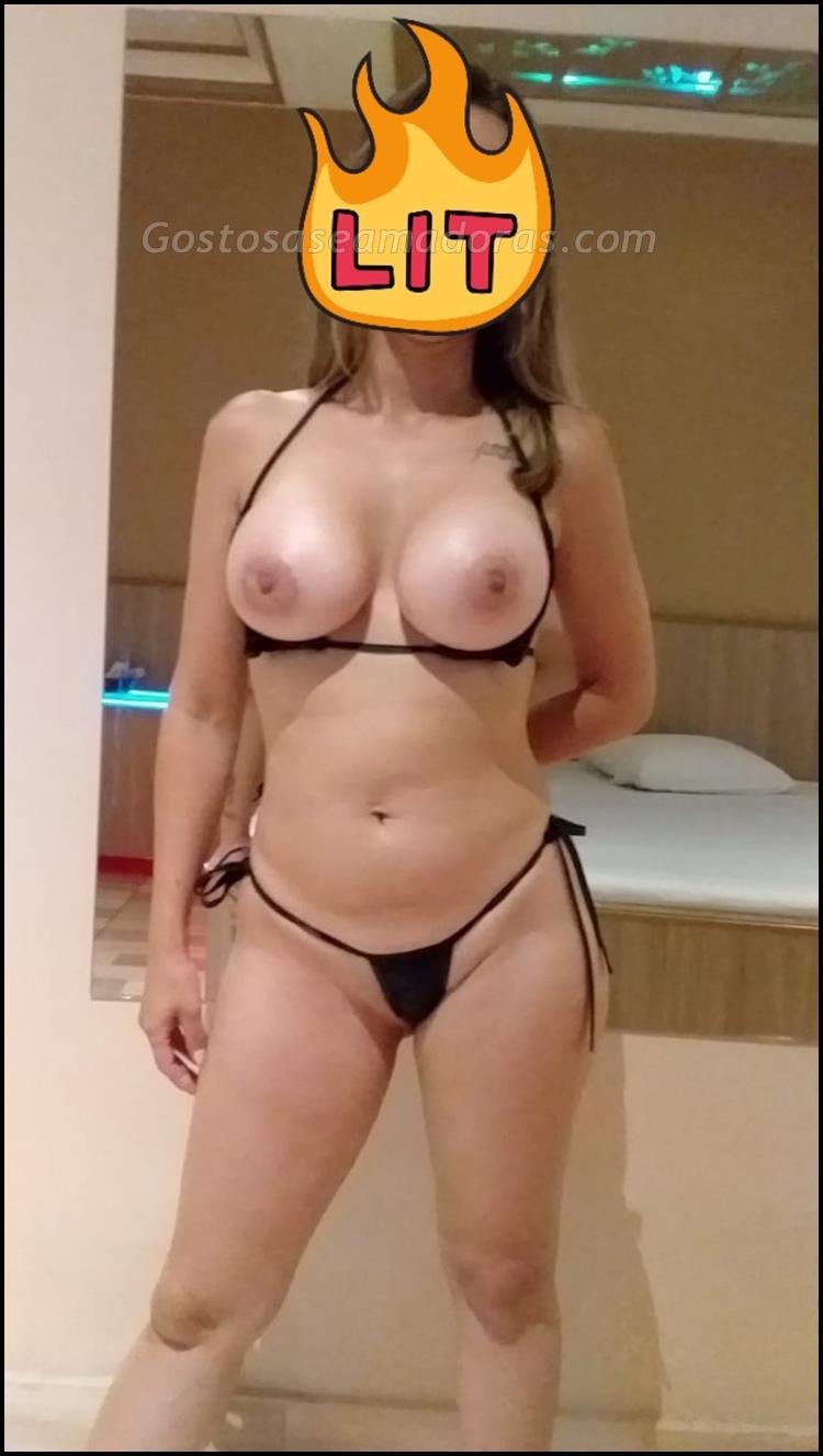 Exibindo-a-sua-esposa-branquinha-sensual-3