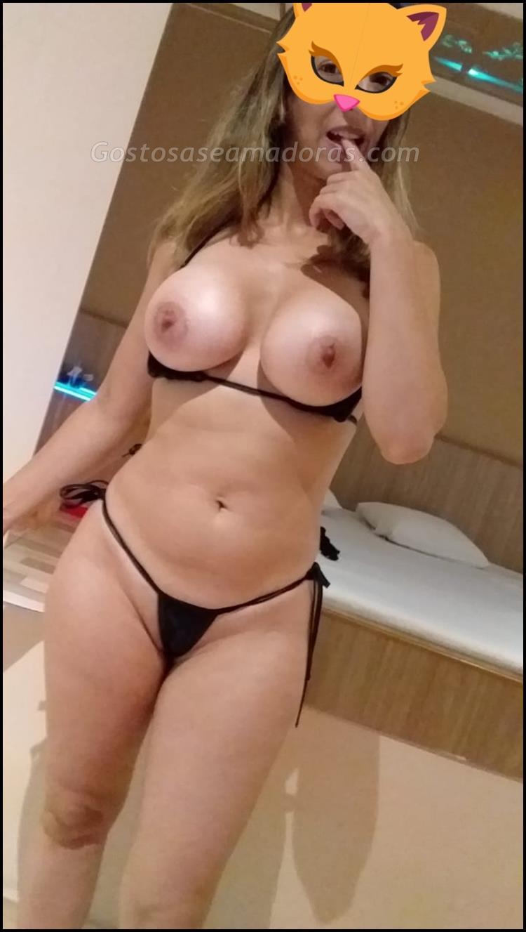 Exibindo-a-sua-esposa-branquinha-sensual-5