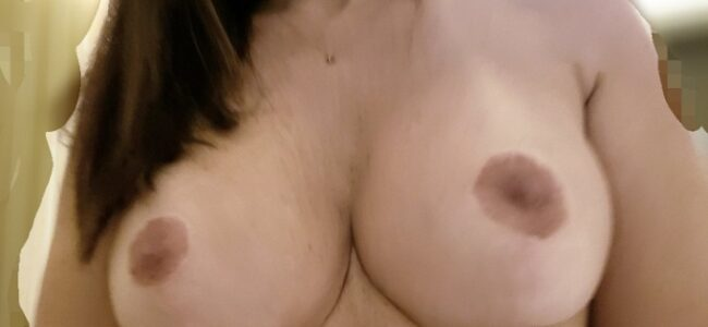 Gostosa sarada dos peitos siliconados